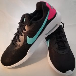 Nike Womans Airmax Okeeto